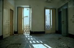 Apice 01 (Valerio Farina) Tags: earthquake ghosttown 20mm 1962 100iso terremoto kodakektar mir20m cittàabbandonata apicevecchio epsonv500 apicevecchia valerinho zeissikonicarex