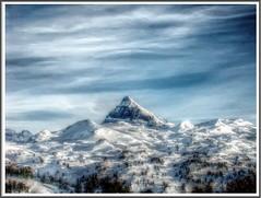 Sobresale (desperado5) Tags: mountain nieve pico montaa hdr navarra