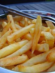 Frietjes van eigen aardappels