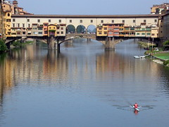 Workout with a view (Geert Orye) Tags: italy florence italia searchthebest rowing firenze arno skiff roeien pontevecchio rower italië roeiboot supershot 5photosaday challengeyouwinner
