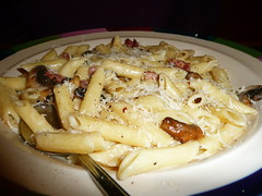 Penne Alfredo at Frankie & Benny's (Scorpions and Centaurs) Tags: food dinner lunch mushrooms restaurant yummy italian bowl meal dining penne panfried frankiebennys cheesesauce pastacreamy pancettabacon