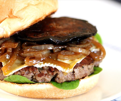 Burger with blue cheese & mushroom