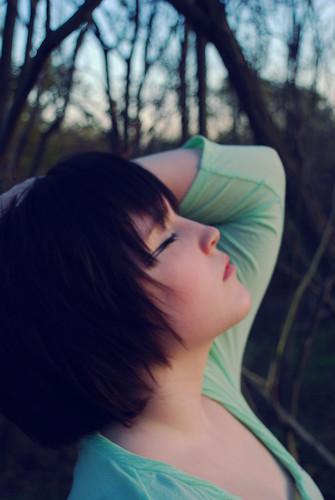 フリー画像| 人物写真| 女性ポートレイト| 白人女性| 横顔| 目を閉じる| ショートヘアー|     フリー素材|