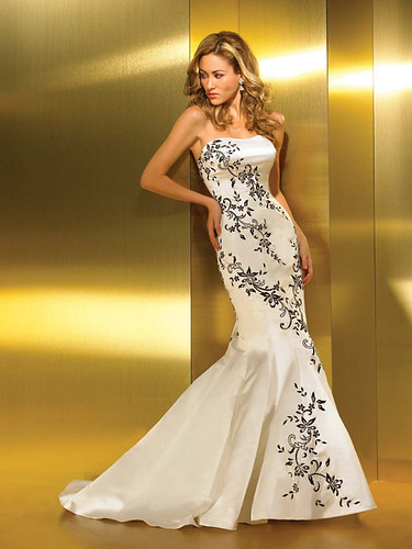 Wedding dress rich in embroidery and crystals.