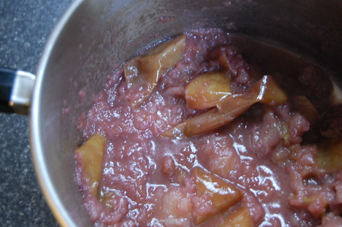 Apple sauce w/ cinnamon, red wine