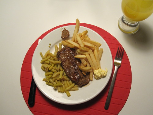 Steak-frites with yellow beans, Orangina
