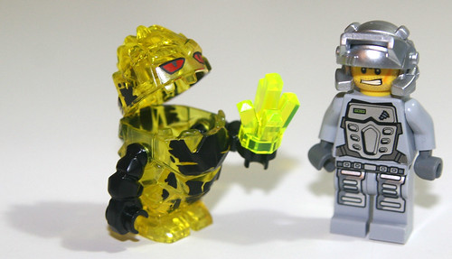 LEGO 2010 Power Miners 8188 Fire Blaster - Minifigs