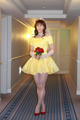 yellow wedding dress with a short piece of the model to be sexy