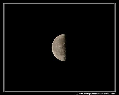 Half moon on 2009-12-08