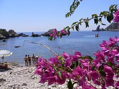 Taormina - Bouganvillea and sea (Luigi Strano) Tags: italien italy europa europe italia sicily taormina italie sicilia messina sicile sizilien италия 5photosaday европа сицилия таормина