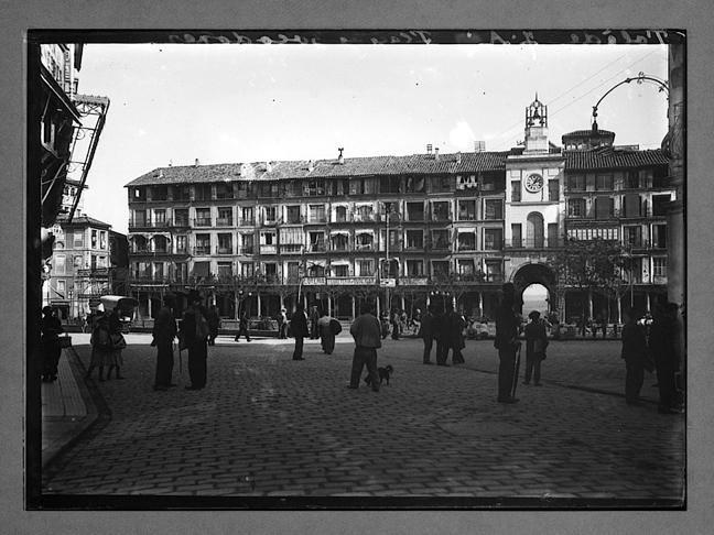 Plaza de Zocodover hacia 1910. Fotografía de Charles Chusseau-Flaviens. Copyright © George Eastman House, Rochester, NY