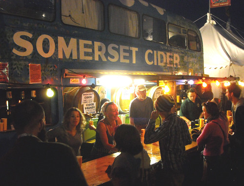 Glastonbury Festival 2009 - The cider bus - flckr - Glasto_2009