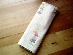 handamde table runner