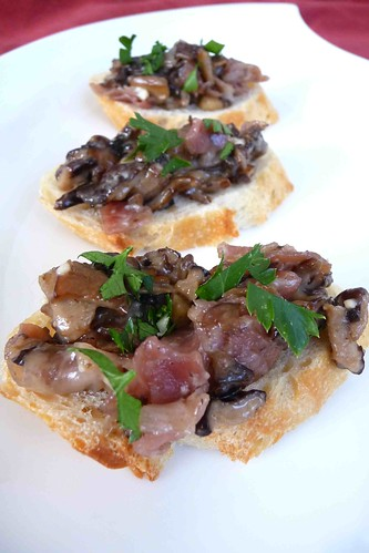 Mixed Mushroom, Gorgonzola & Prosciutto Crostini