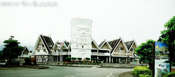 花蓮瑞穗|秀姑巒溪遊客中心|6月阿勃勒路樹花海、鳳梨田