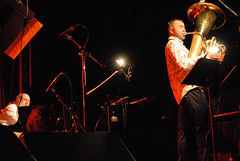 AndyEmler&FranoisThuillier46 (laurenthuephoto) Tags: festival nikon jazz bretagne hue 2009 livepics medericcollignon andyemler malguenac franoisthuillier