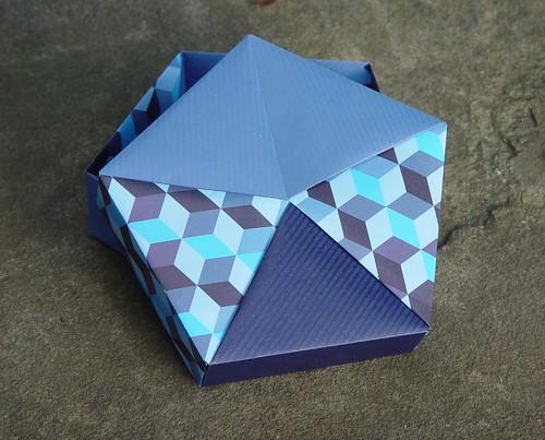 Fünfeckschachtel von Tomoko Fuse (Tagfalter) Tags: origami box tomokofuse