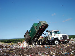 WM Mack RD Roll-off** (FormerWMDriver) Tags: trash dumpster truck garbage box dump can off wm bin management rubbish roll waste refuse ro mack inc rd landfill sanitation dumping unload unloading compactor emptying dustcart rolloff