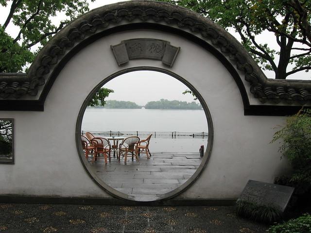 400_1266 - Hangzhou - view from garden of causeway through West Lake