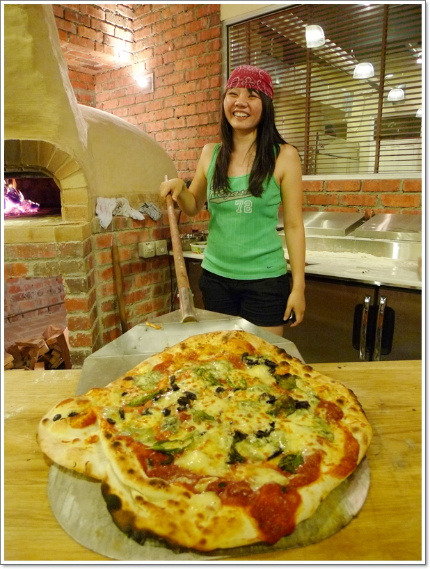 Serving Pizza - Gal