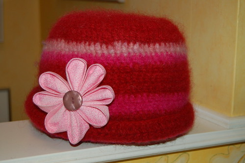The Pink Kanzashi and the Red Hat that shrunk