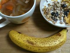 6/13朝御飯:シリアル、昨日のコンソメスープ、バナナ