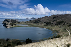 BO-066 Copacabana Peninsula (FO Travel) Tags: cloud lake southamerica field lago see bay camino wolke lac bolivia route bahia andes campo nuage bolivien nube champ altiplano baie bucht bolivie anden amriquedusud sdamerika strase bereich