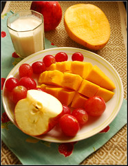 (shubhangi athalye) Tags: food india apple fruit breakfast milk healthy delicious mango grapes vitamins nutritious fruitplate