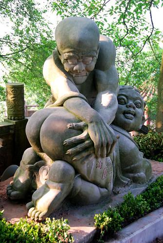 extremely strange statue, guicheng