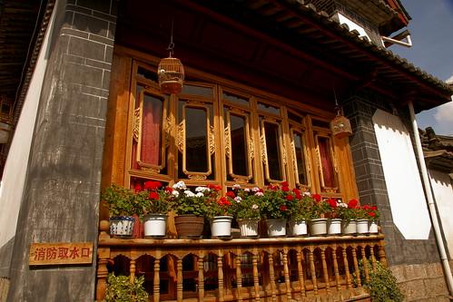 บ้านประดับด้วยดอกไม้