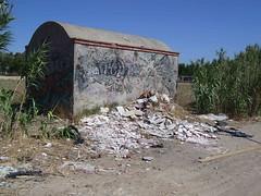 ESCOMBROS PARQUE DEL LAGO (ESTO ES PARLA) Tags: basura escombros parla