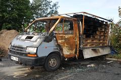 Renault Trafic burnout (Rolfen) Tags: car göteborg sweden gothenburg crime bil burned torched nikond300 nikkor1685vr utbränd uppeldad renaulttrafic1992