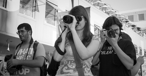 Michelle Humphries + Alan Gordon / People Photographing People Photographing People by NewMindSpace, South Street Seaport, NYC / 20090919.10D.54179 / SML (by See-ming Lee 李思明 SML)