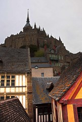 Mont St.Michel8 (Isna On/Off) Tags: france cold abbey stone nikon village cloudy maisons windy 1001nights ville montsaintmichel residences isna d90 northernfrance tidalisland kartpostal airpasangsurut