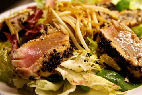 Tuna Tataki Salad mit Chili-Dressing