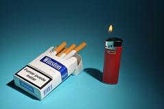 Cigarro y fuego