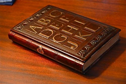 hand-made-kindle-case-designed-to-look-like-a-book-1