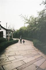 leaving wu zhen (ceh_a) Tags: nikon sigma wuzhen 2009 fm2n 20mmf18