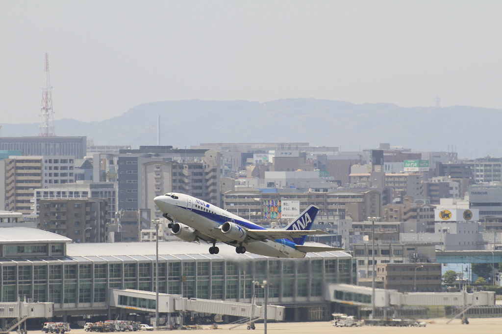 ANA/ANK's B737-500 with Fukuoka City