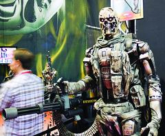 T-600 and mini gun (worldchaos81) Tags: sandiego convention terminator comiccon salvation 2009 minigun t600