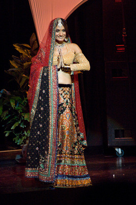 Miss India 2009 Ekta Chowdhry performing in the National Costume show