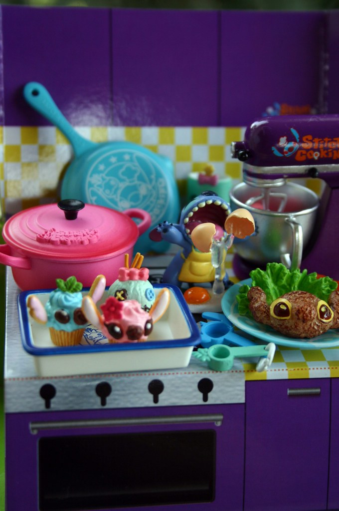 My favorite pieces from the Stitch Cooking set