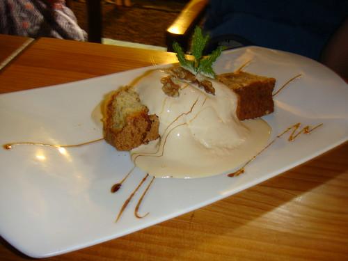 Tarta de nueces con helado de miel
