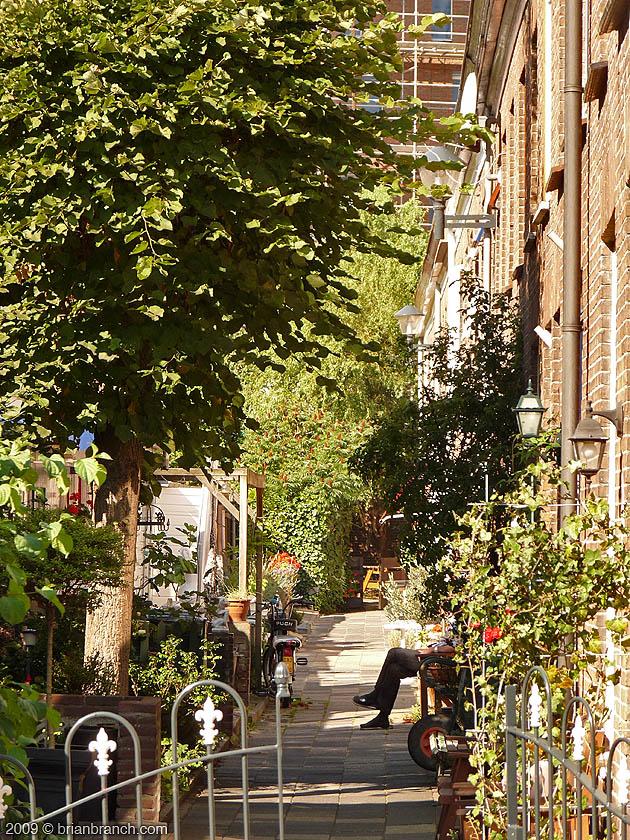 P1040412_street_alley