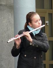 per le strade di Bergen ... (baronerosso1) Tags: woman girl bergen viso artista ragazza flautista flauto