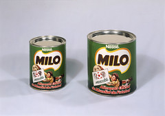 Chocolate em p Milo, Portugal (Biblioteca de Arte-Fundao Calouste Gulbenkian) Tags: portugal logo football chocolate milo fifa label soccer canned worldcup product nestle branding publicidade horcio novais horcionovais