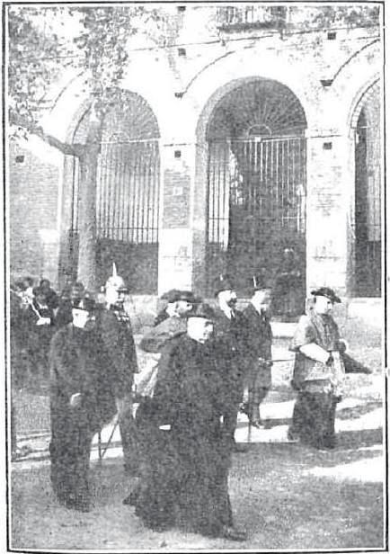 Francesco Ragonesi, Nuncio del Papa, preside la Procesión cívica en 1914 con motivo del III Centenario de la muerte de El Greco pasando delante de la Iglesia de Santo Tomé. Revista Nuevo Mundo