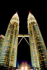 KLCC (peter-nikonian) Tags: building skyscraper petronas malaysia twintowers kualalumpur klcc tamron18200mm nikond60 peternikonian