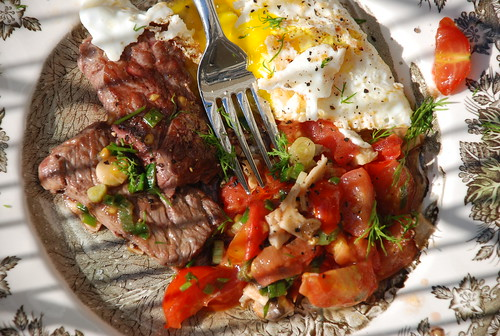 breakfast of champions: leftover skirt steak, eggs, tomatoes, local oyster mushrooms and dill