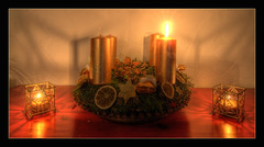The First Light Of Advent (ACIDIRK ;-)) Tags: christmas xmas light red orange weihnachten season gold advent candle adventskranz kerzen 1advent d80 heartawards theunforgettablepictures platinumheartaward theperfectphotographer peaceawards spiritofphotography tokina1116mm28